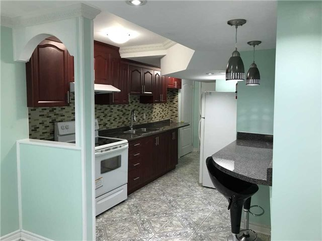 pictures of 9 Coppermill Dr, Brampton L7A1N4