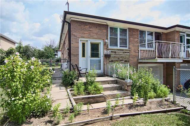 pictures of 7127 Darcel Ave, Mississauga L4T2X1