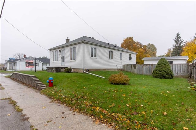 pictures of 120 Ontario St N, Milton L9T2T3