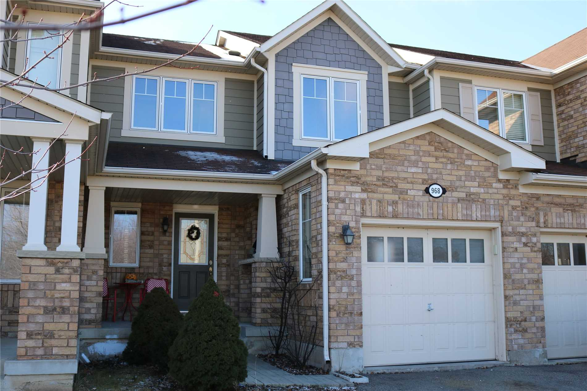 pictures of 968 Thompson Rd S, Milton L9T 0L7