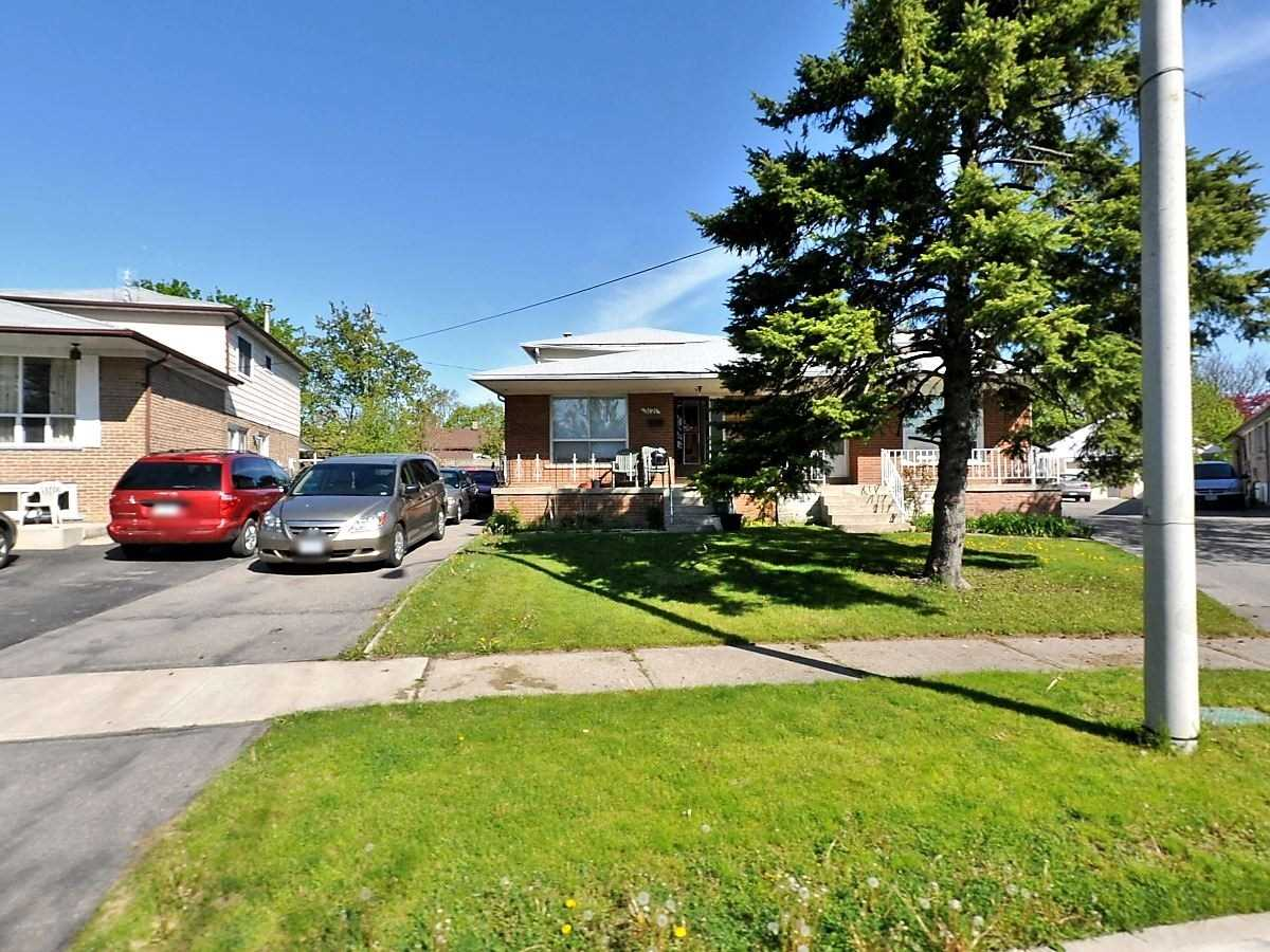 pictures of 3121 Purnell Crt, Mississauga L4T2J7