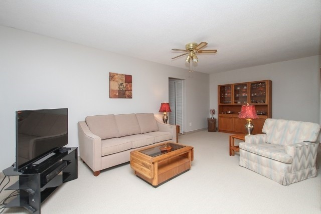 pictures of 3555 Derry Rd E, Mississauga L4T1B1
