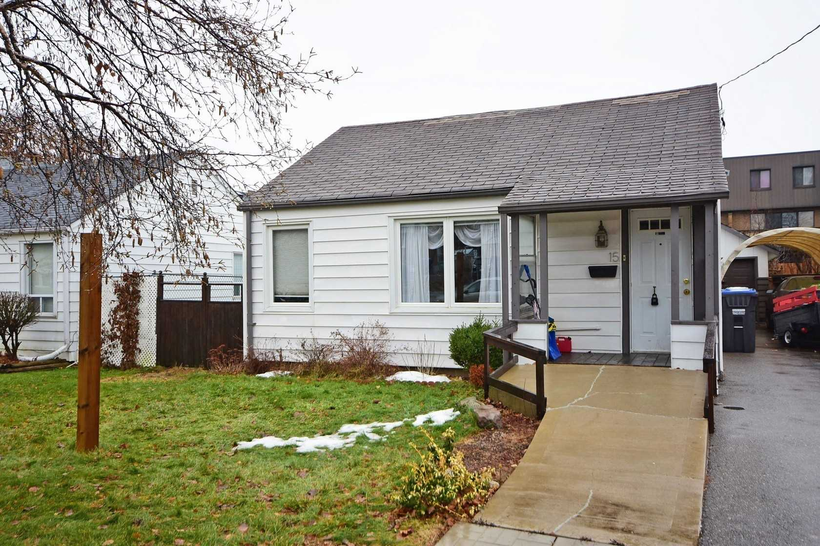 pictures of 15 Eastern Ave, Brampton L6W1X5