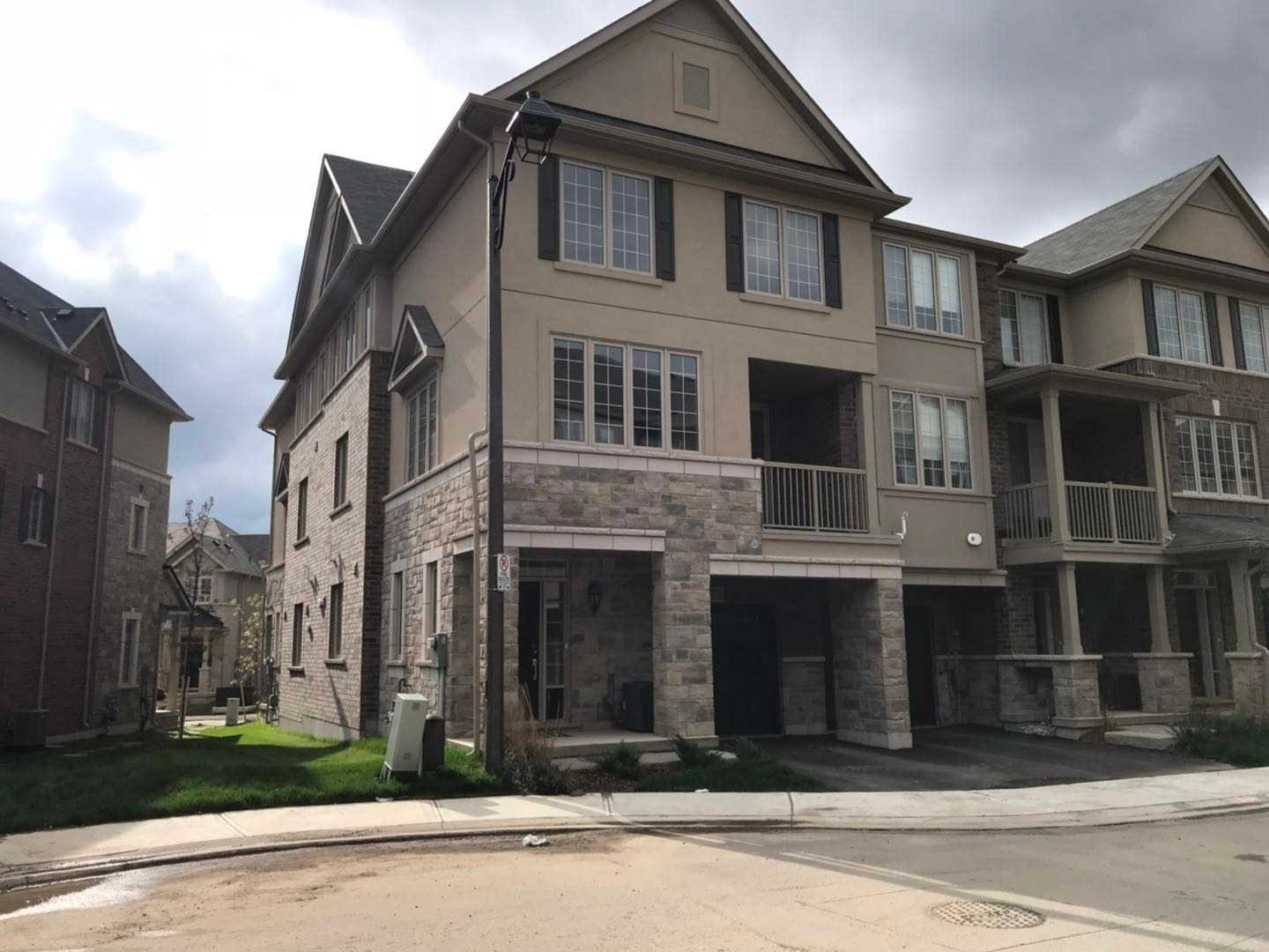 pictures of 376 Belcourt Common, Oakville L6H 0R1