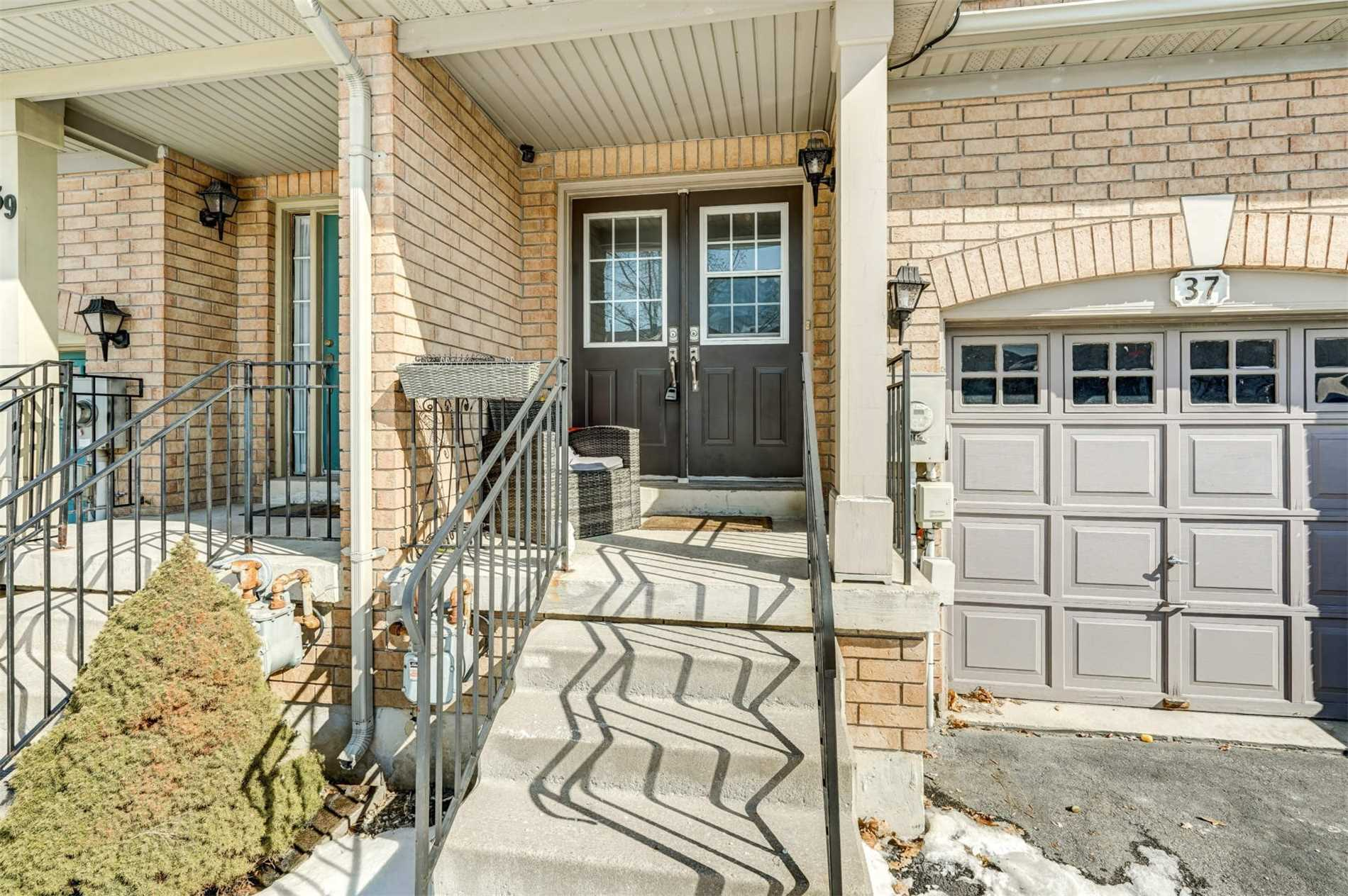 pictures of 37 Frank Johnston Rd, Caledon L7E2L5