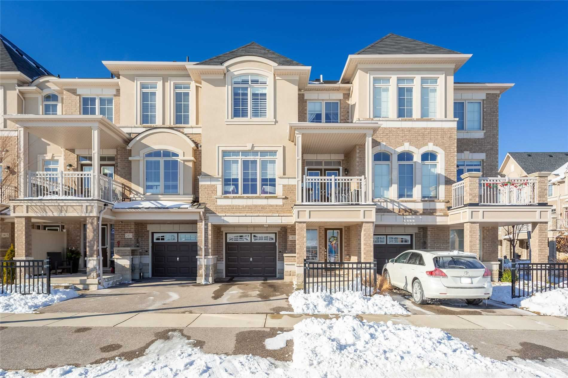 pictures of house for sale MLS: W4676641 located at 2411 Greenwich Dr, Oakville L6M0S4