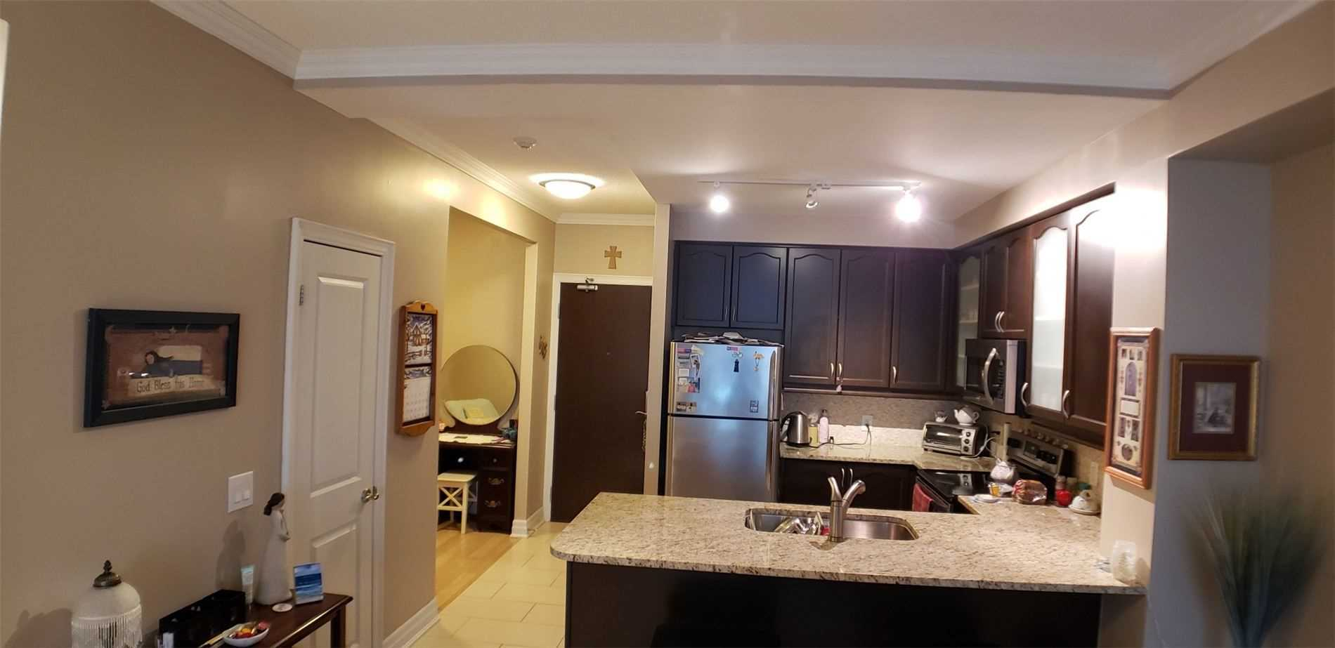 Image 2 of 15 showing inside of 1 Bedroom Condo Apt Apartment for Sale at 100 John St Unit# 803, Brampton L6W0A8