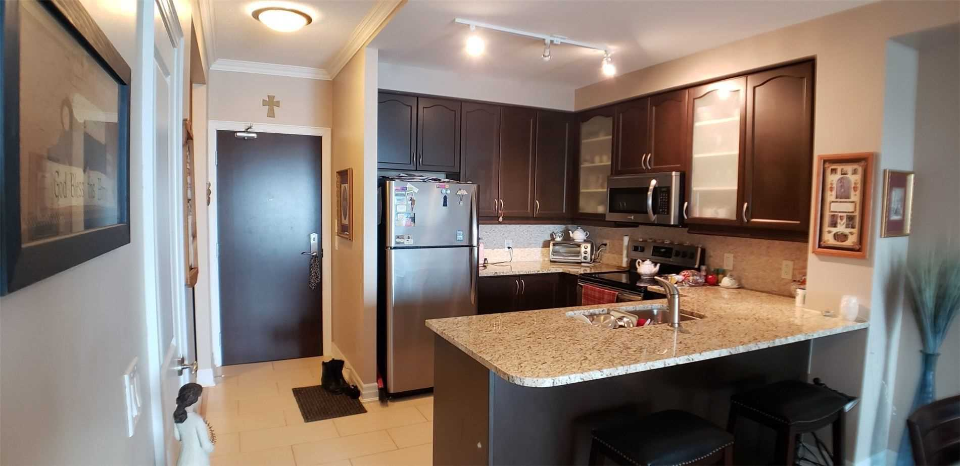 Image 3 of 15 showing inside of 1 Bedroom Condo Apt Apartment for Sale at 100 John St Unit# 803, Brampton L6W0A8