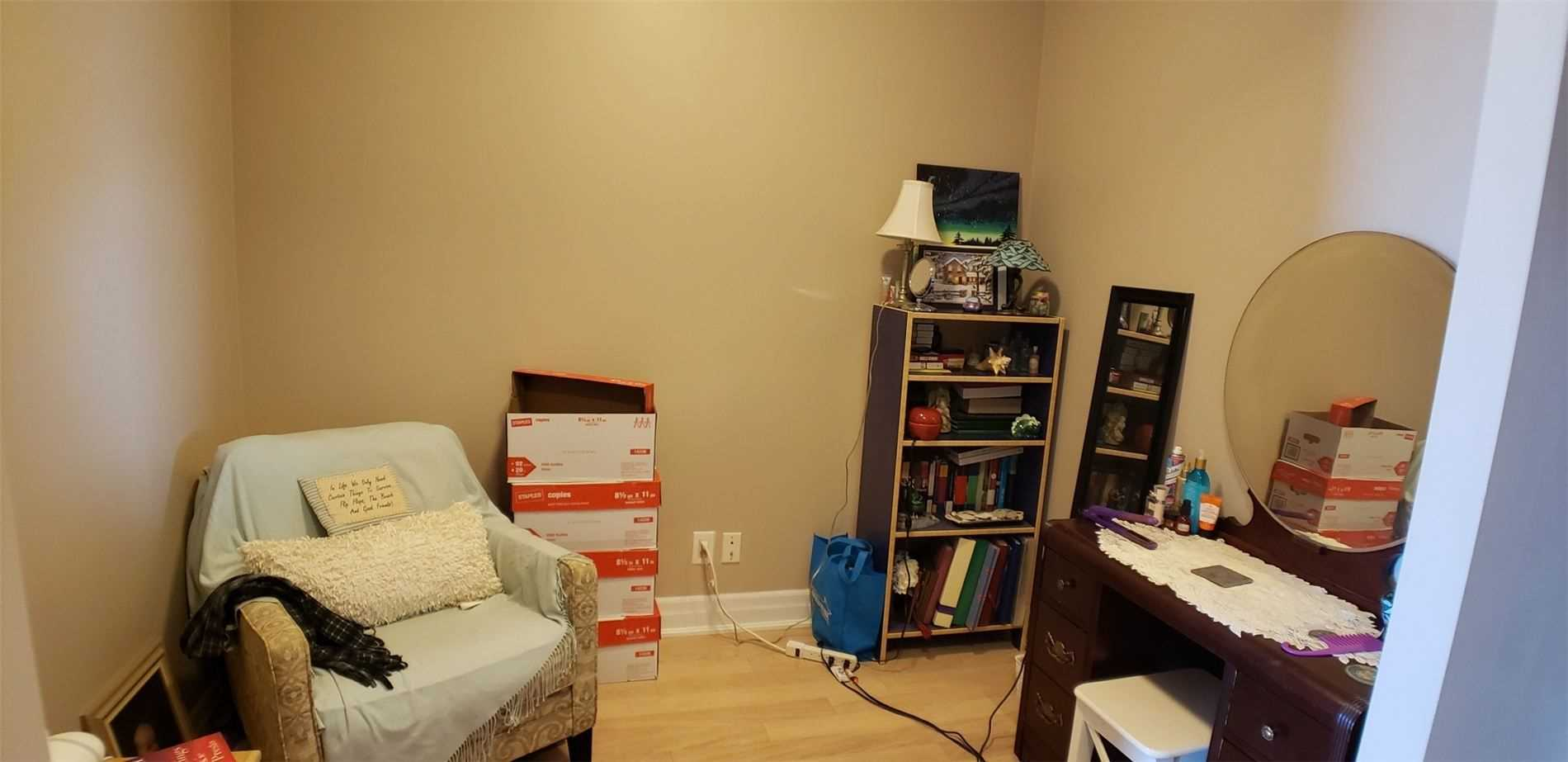 Image 7 of 15 showing inside of 1 Bedroom Condo Apt Apartment for Sale at 100 John St Unit# 803, Brampton L6W0A8