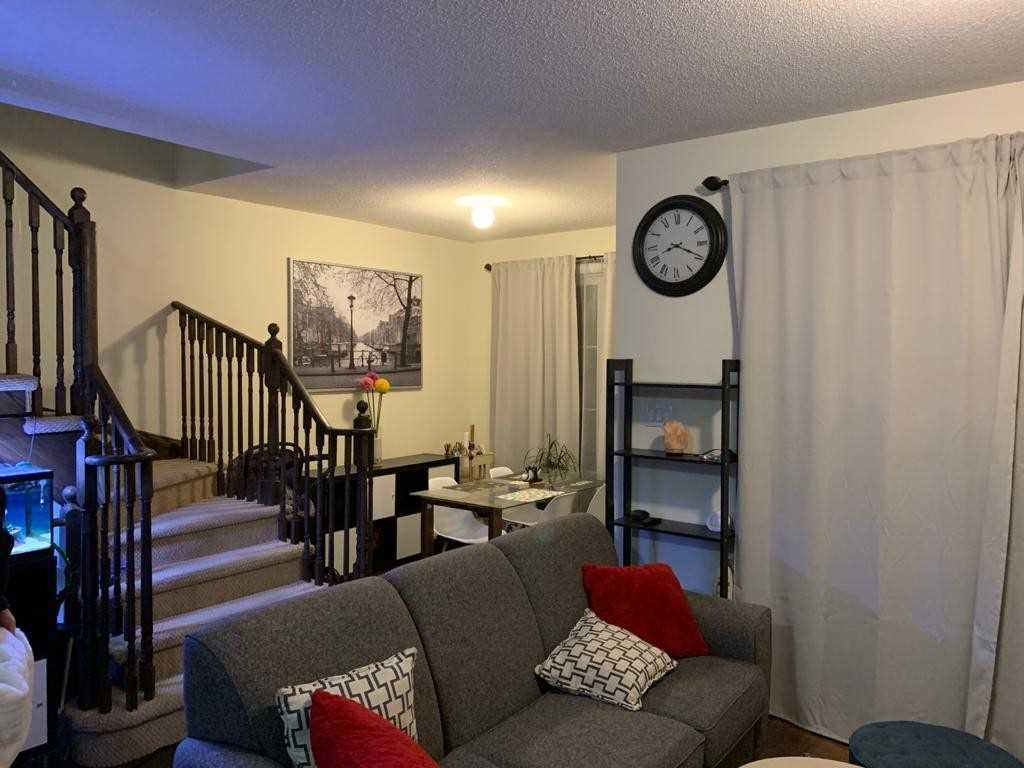 Image 5 of 18 showing inside of 2 Bedroom Att/Row/Twnhouse 3-Storey house for sale at 165 Hampshire Way, Milton L9T8M7