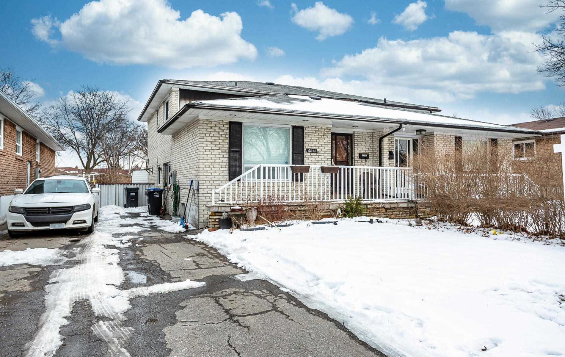 pictures of house for sale MLS: W4692199 located at 6844 Darcel Ave, Mississauga L4T2W5