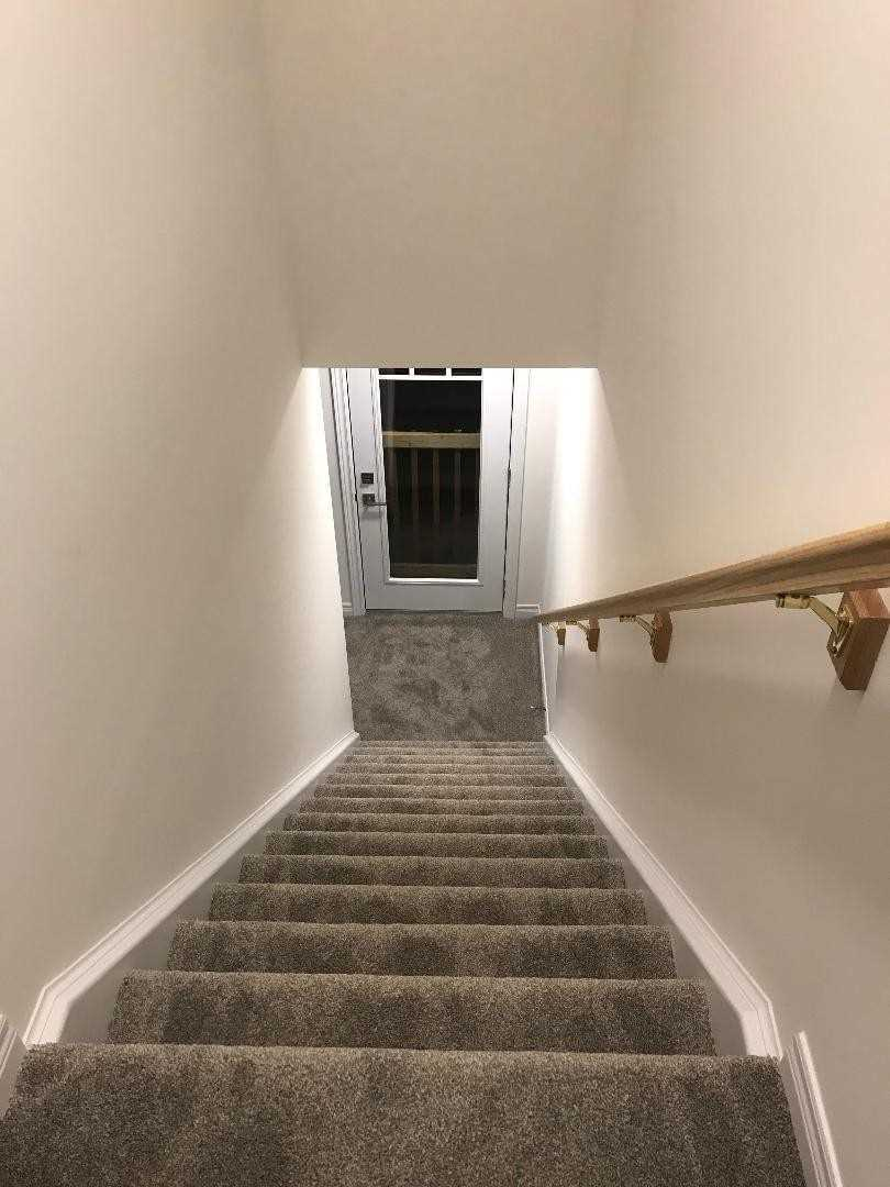 Image 5 of 20 showing inside of 3 Bedroom Att/Row/Twnhouse 2-Storey house for sale at 11 Winterton Crt, Orangeville L9W7N5