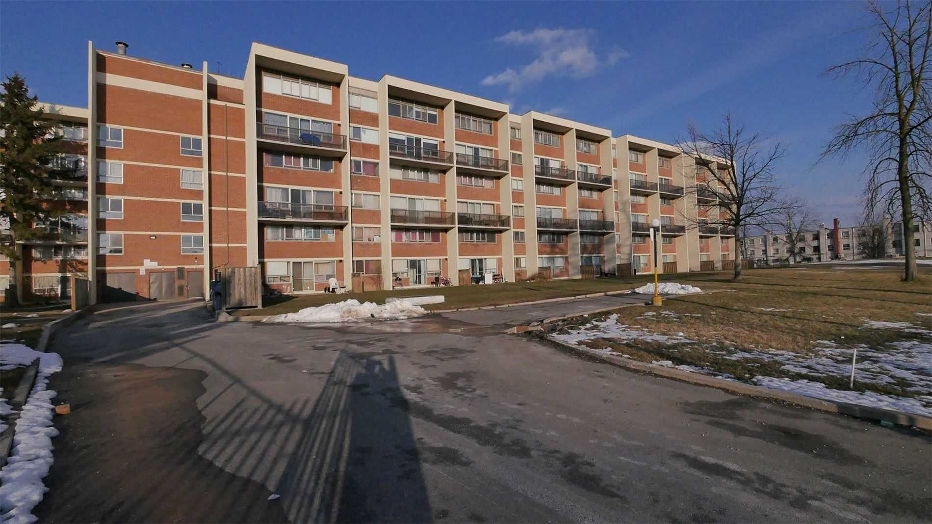 pictures of 1050 Stainton Dr, Mississauga L5C2T7