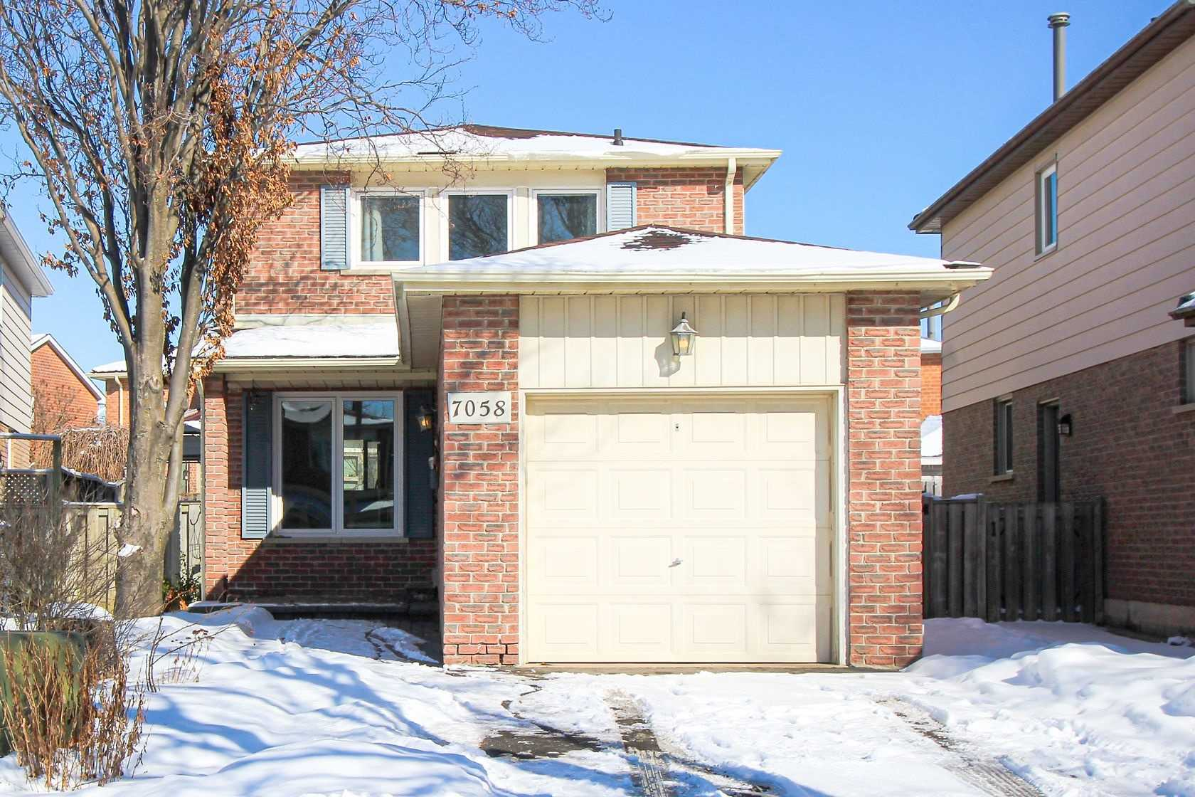 pictures of house for sale MLS: W4694319 located at 7058 Cordingley Cres, Mississauga L5N4Z6
