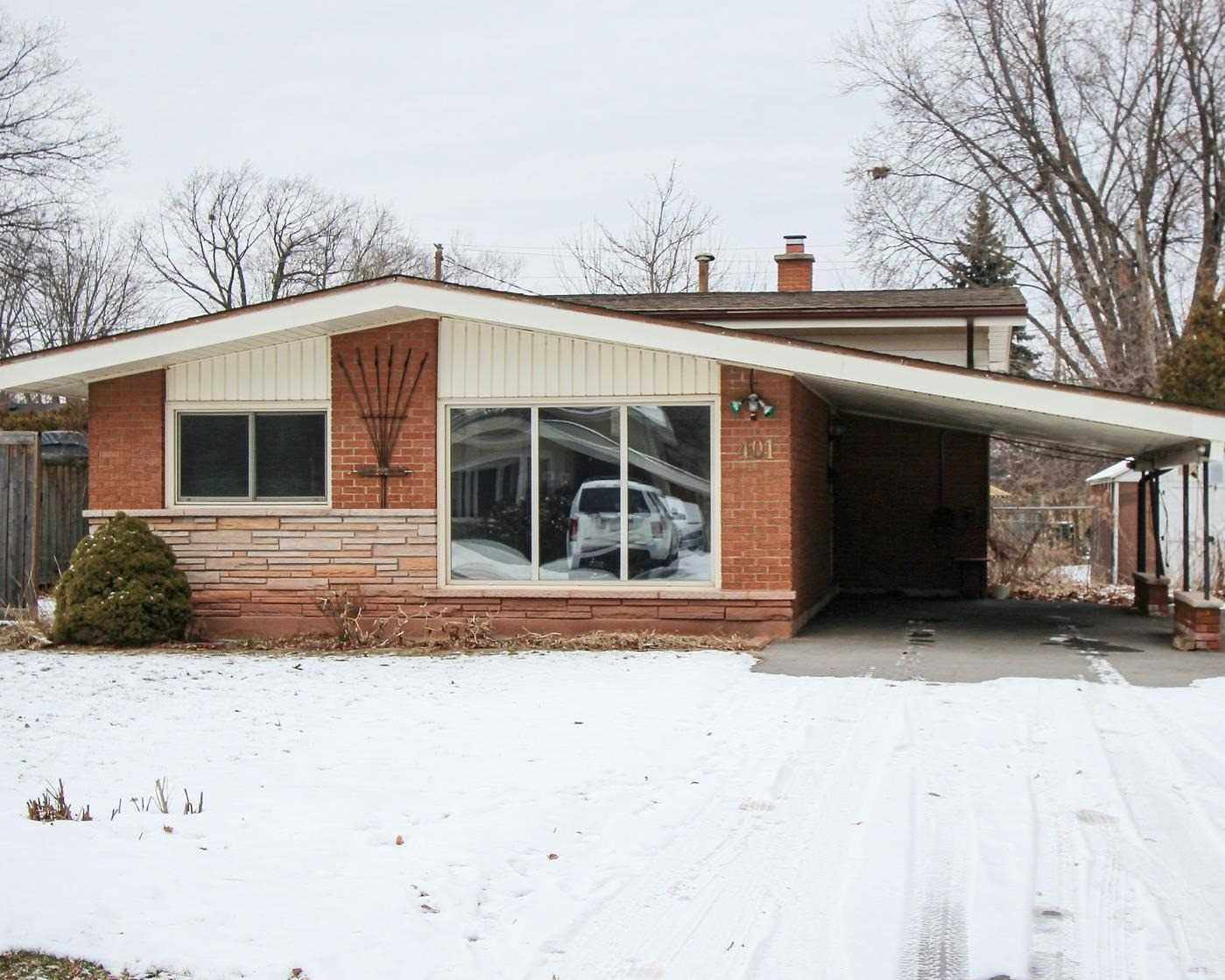 pictures of house for sale MLS: W4695202 located at 401 Norrie Cres, Burlington L7L3S4