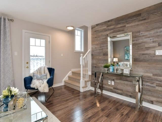 Image 5 of 20 showing inside of 3 Bedroom Att/Row/Twnhouse 2-Storey house for sale at 82 Preston Dr, Orangeville L9W0C9