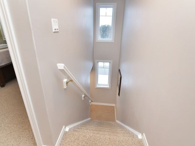 Image 7 of 20 showing inside of 3 Bedroom Att/Row/Twnhouse 2-Storey house for sale at 82 Preston Dr, Orangeville L9W0C9
