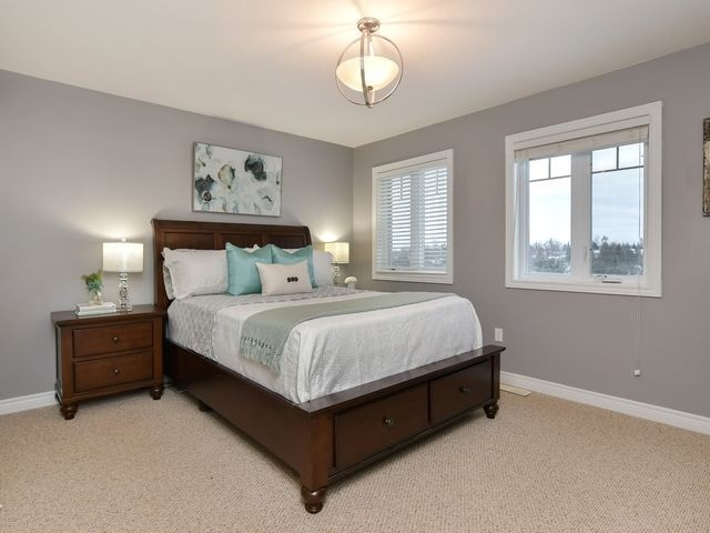 Image 8 of 20 showing inside of 3 Bedroom Att/Row/Twnhouse 2-Storey house for sale at 82 Preston Dr, Orangeville L9W0C9