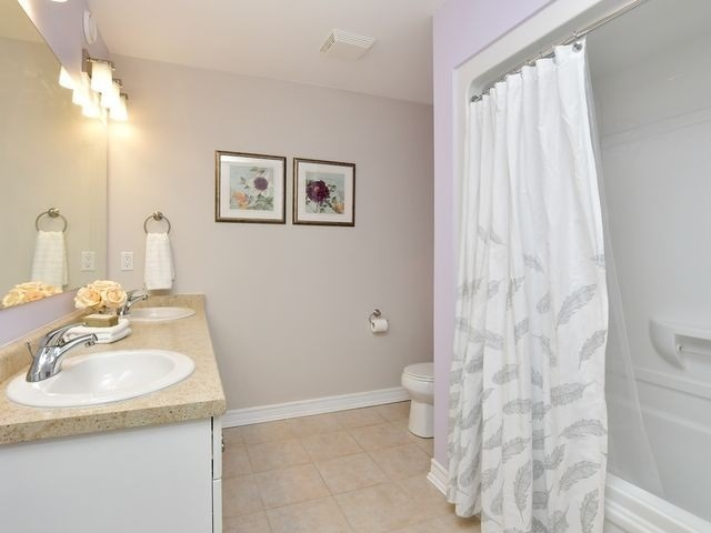 Image 9 of 20 showing inside of 3 Bedroom Att/Row/Twnhouse 2-Storey house for sale at 82 Preston Dr, Orangeville L9W0C9