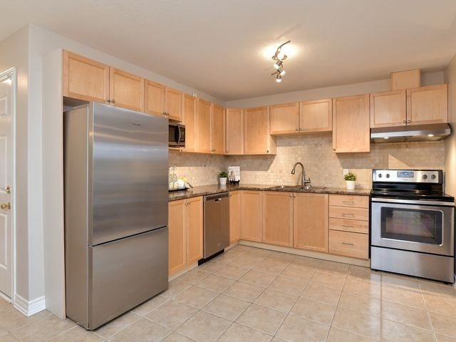 Image 16 of 20 showing inside of 3 Bedroom Att/Row/Twnhouse 2-Storey house for sale at 82 Preston Dr, Orangeville L9W0C9