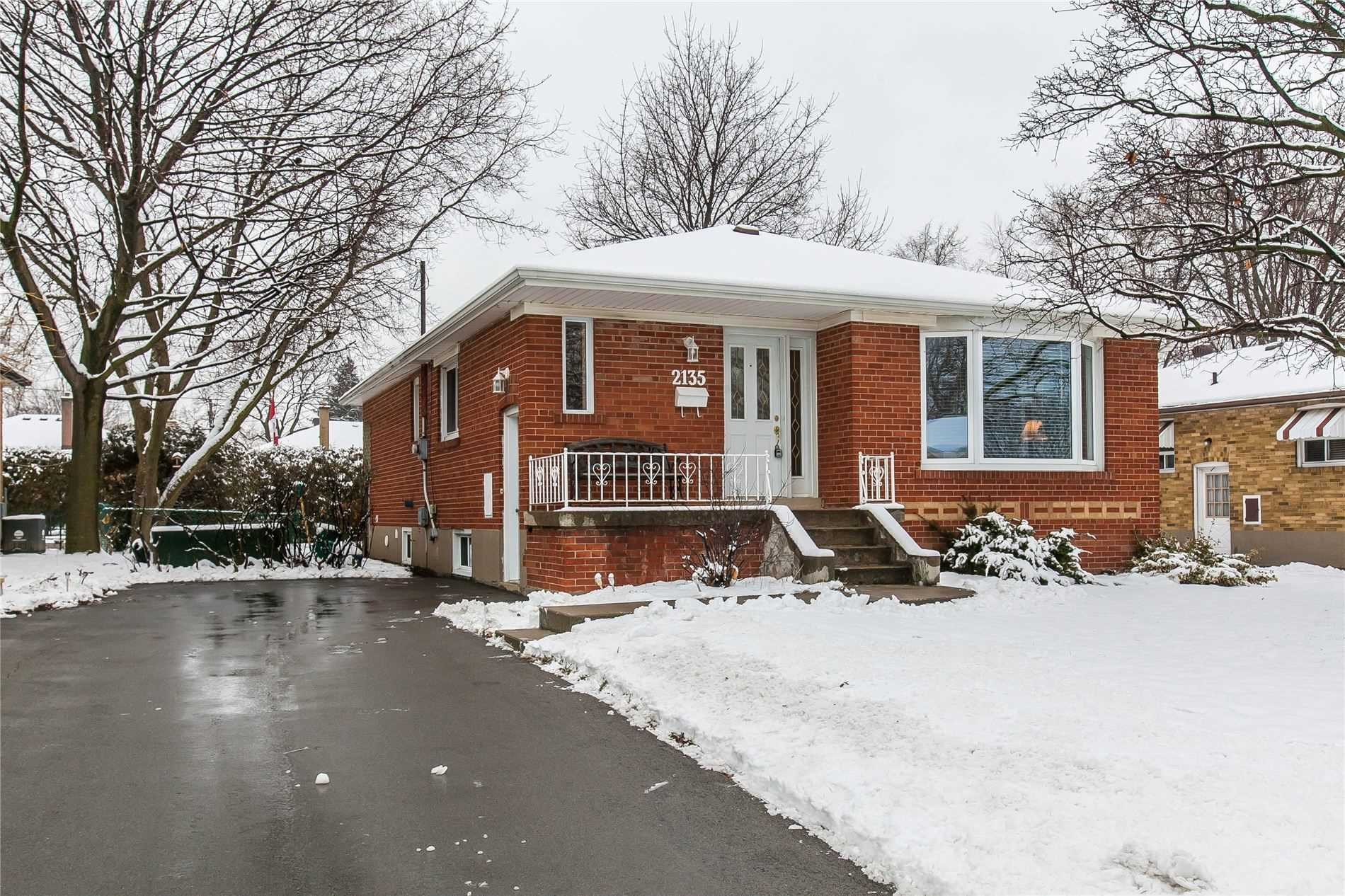 pictures of house for sale MLS: W4696373 located at 2135 Mountainside Dr, Burlington L7P1B3