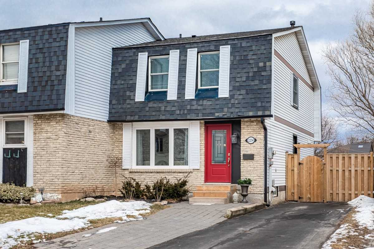 pictures of house for sale MLS: W4696778 located at 2254 Melissa Cres, Burlington L7P3W4