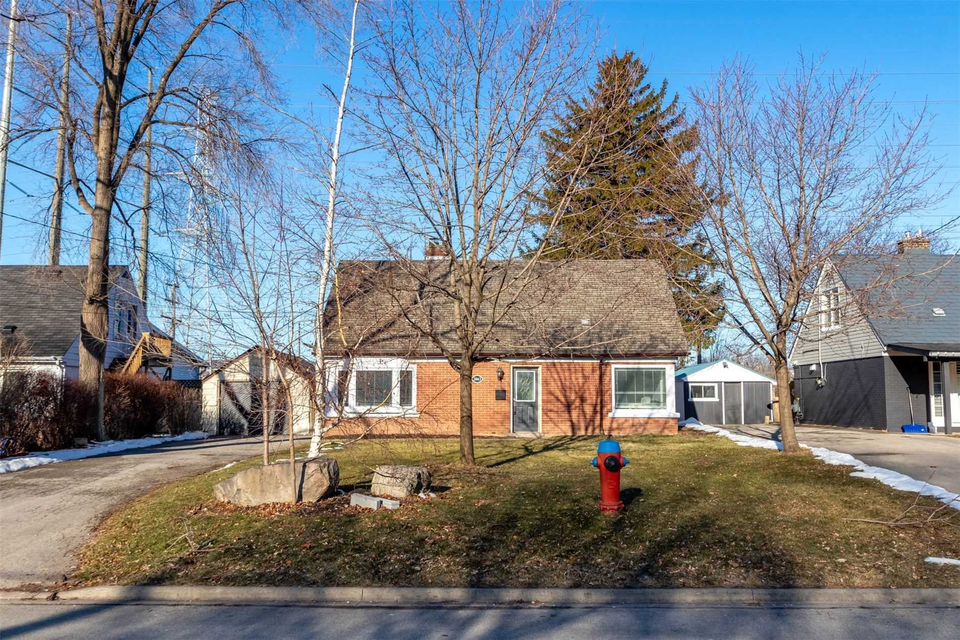 pictures of house for sale MLS: W4697092 located at 2063 Churchill Ave, Burlington L7R3T8