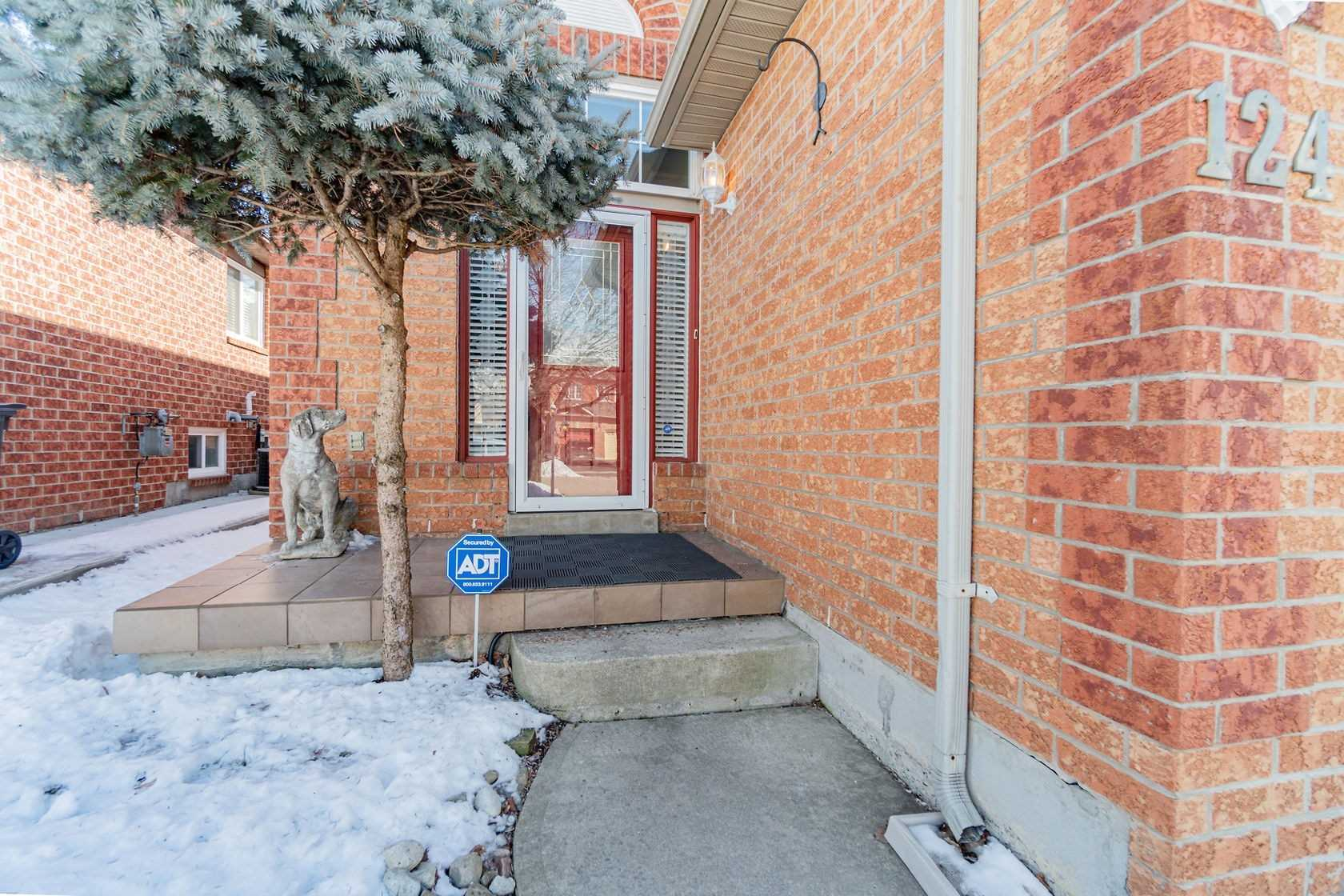 pictures of house for sale MLS: W4697355 located at 124 Saddletree Tr, Brampton L6X4P9