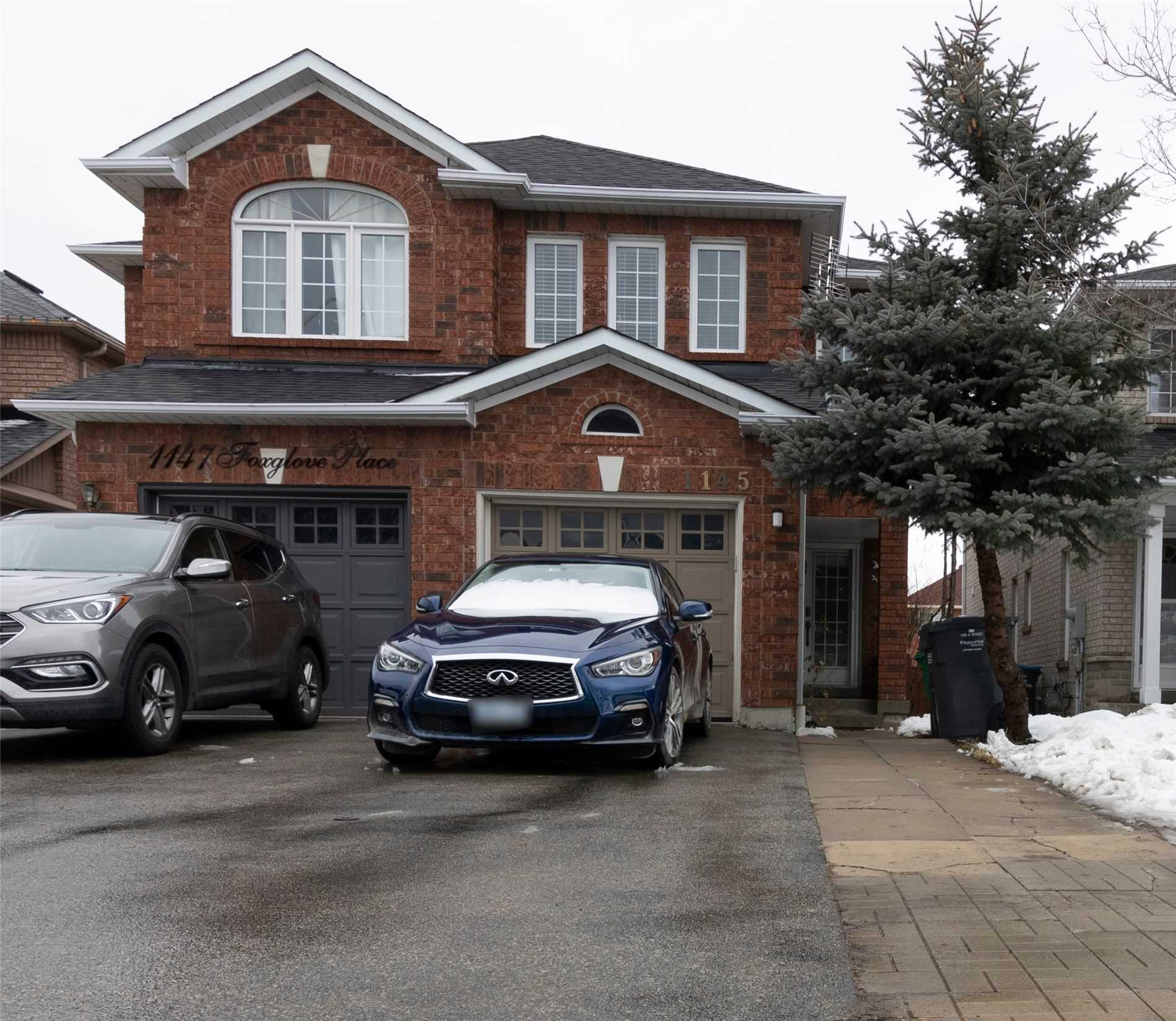 pictures of house for sale MLS: W4698010 located at 1145 Foxglove Pl, Mississauga L5V2N4