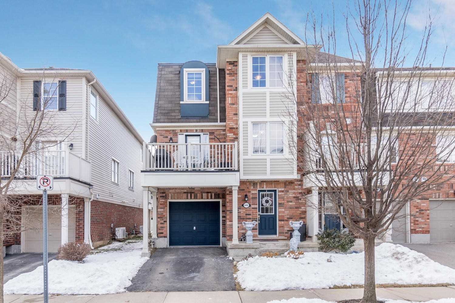pictures of house for sale MLS: W4698307 located at 642 Frank Pl, Milton L9T0P8