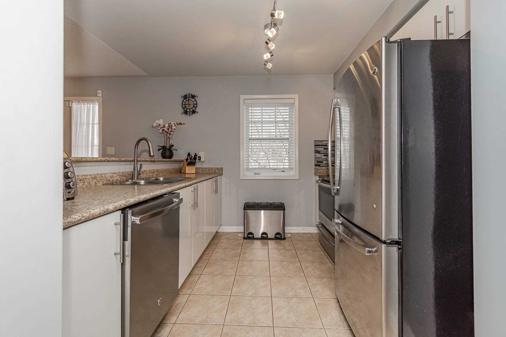 Image 5 of 20 showing inside of 3 Bedroom Att/Row/Twnhouse 3-Storey house for sale at 912 Ambroise Cres, Milton L9T0M2