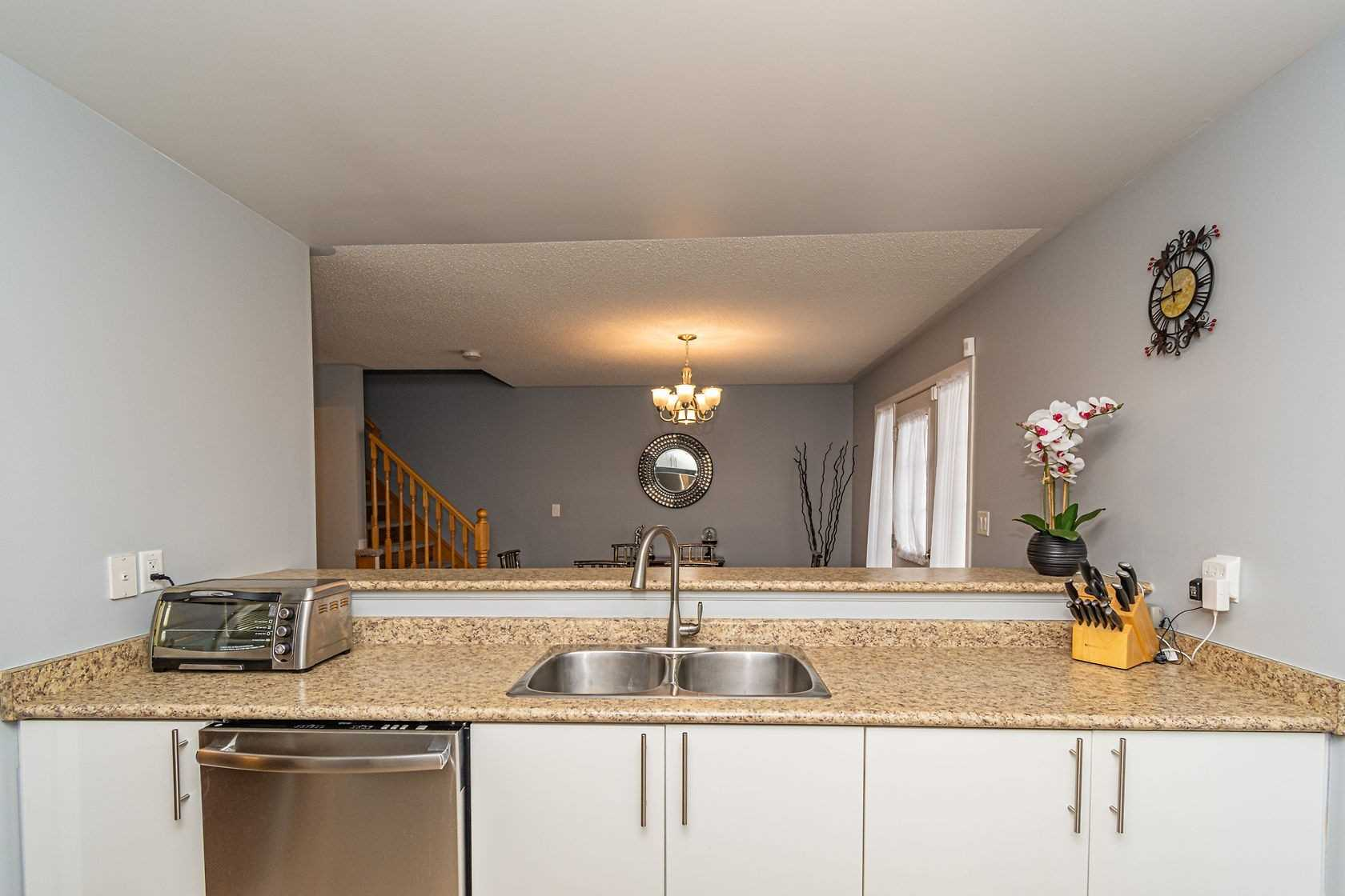 Image 6 of 20 showing inside of 3 Bedroom Att/Row/Twnhouse 3-Storey house for sale at 912 Ambroise Cres, Milton L9T0M2