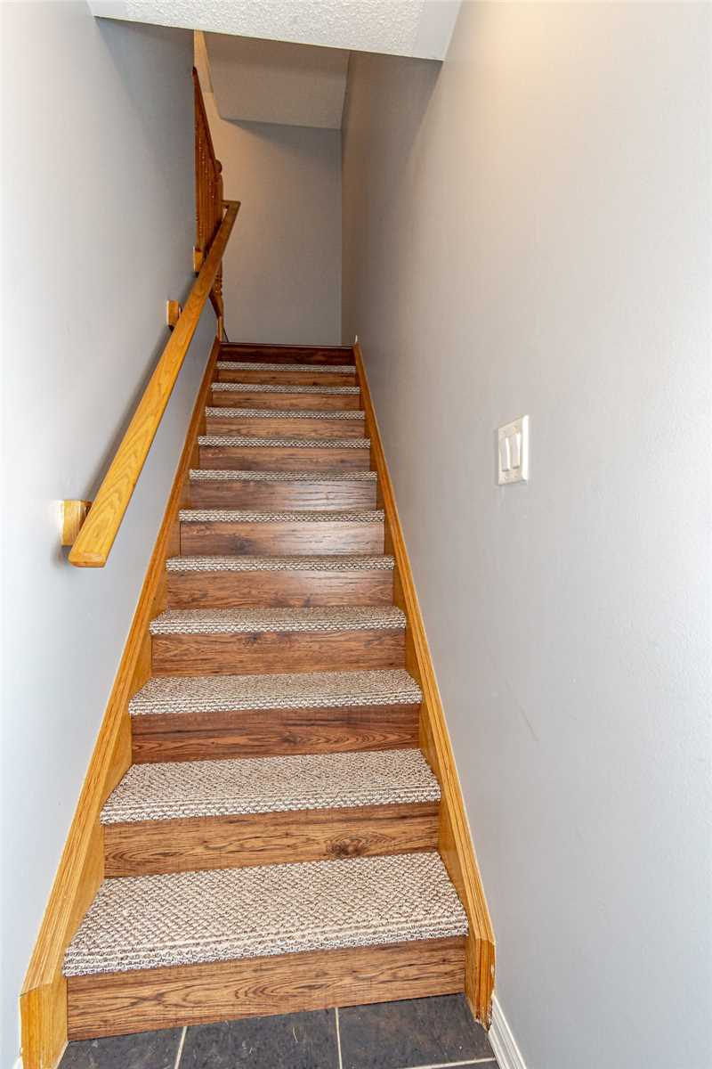 Image 16 of 20 showing inside of 3 Bedroom Att/Row/Twnhouse 3-Storey house for sale at 912 Ambroise Cres, Milton L9T0M2