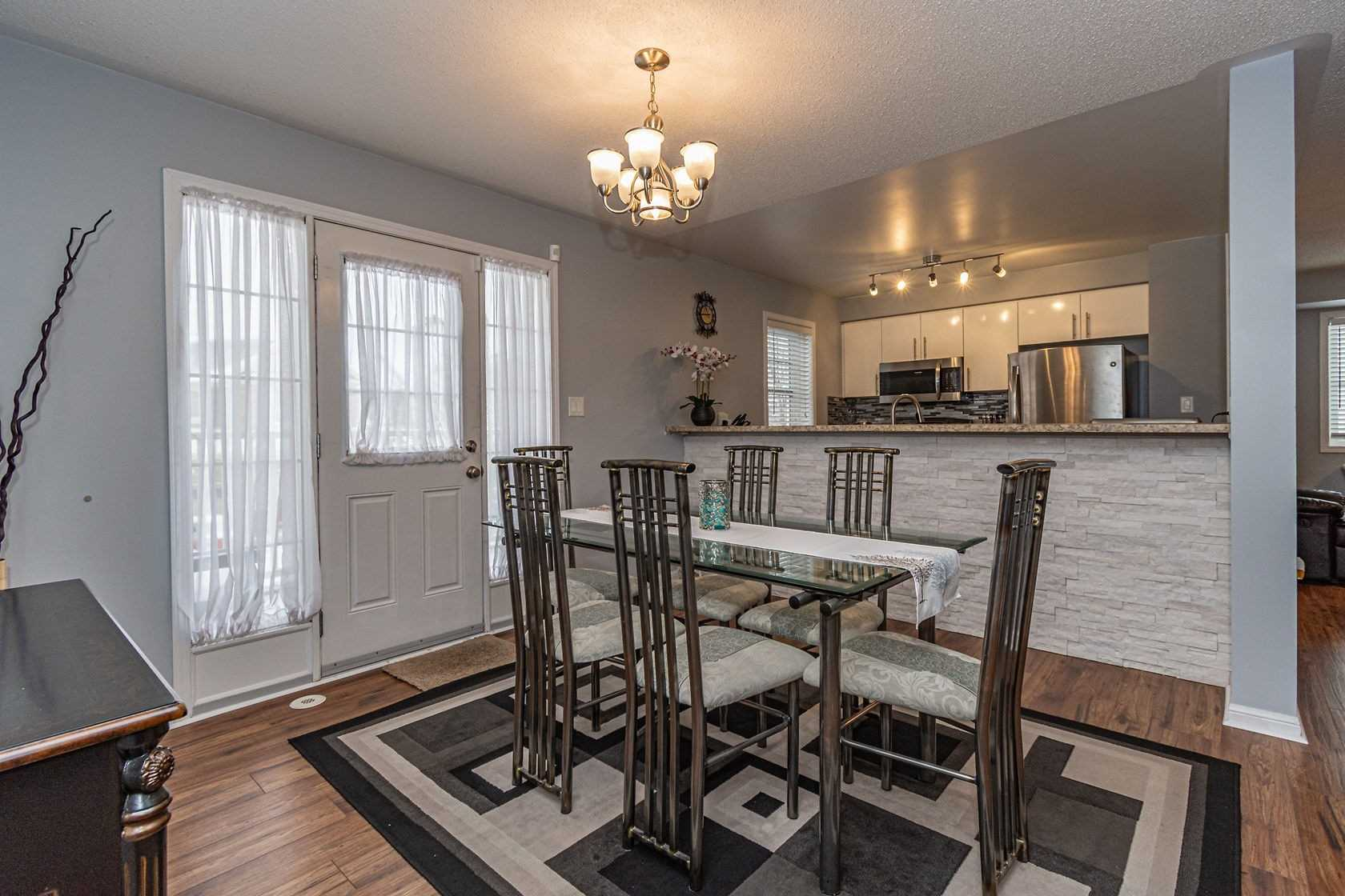Image 19 of 20 showing inside of 3 Bedroom Att/Row/Twnhouse 3-Storey house for sale at 912 Ambroise Cres, Milton L9T0M2