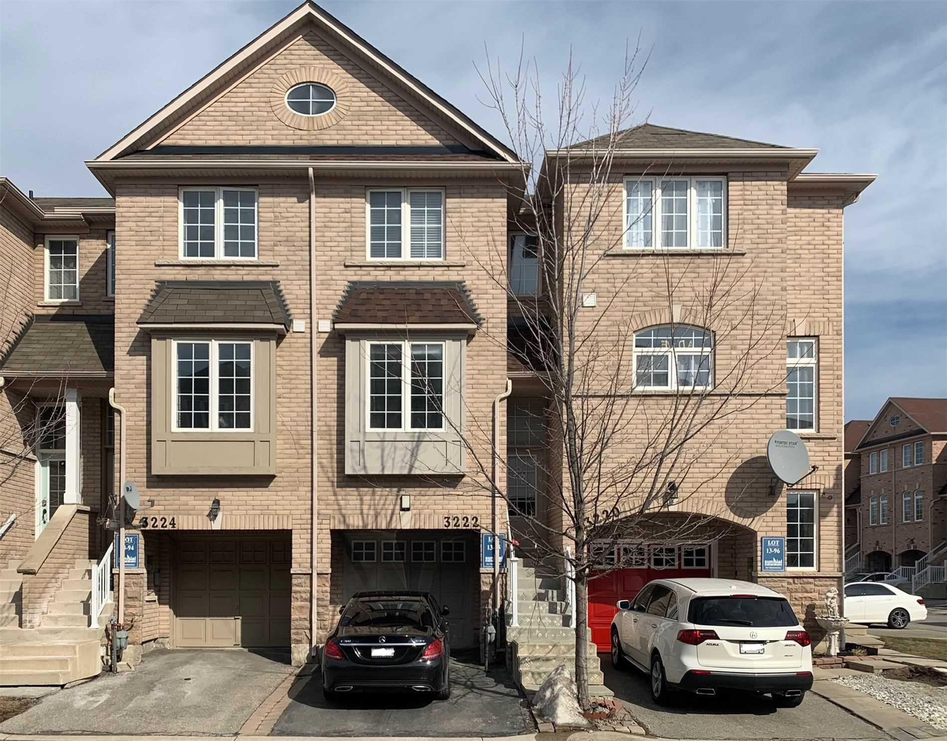 pictures of house for sale MLS: W4699696 located at 3222 Redpath Circ, Mississauga L5N8R2