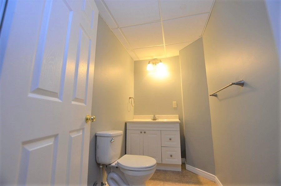 Image 5 of 13 showing inside of 3 Bedroom Att/Row/Twnhouse 2-Storey house for sale at 160 Montgomery Blvd, Orangeville L9W5B8