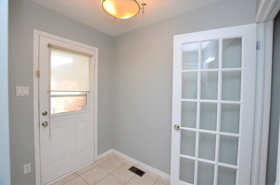 Image 10 of 13 showing inside of 3 Bedroom Att/Row/Twnhouse 2-Storey house for sale at 160 Montgomery Blvd, Orangeville L9W5B8