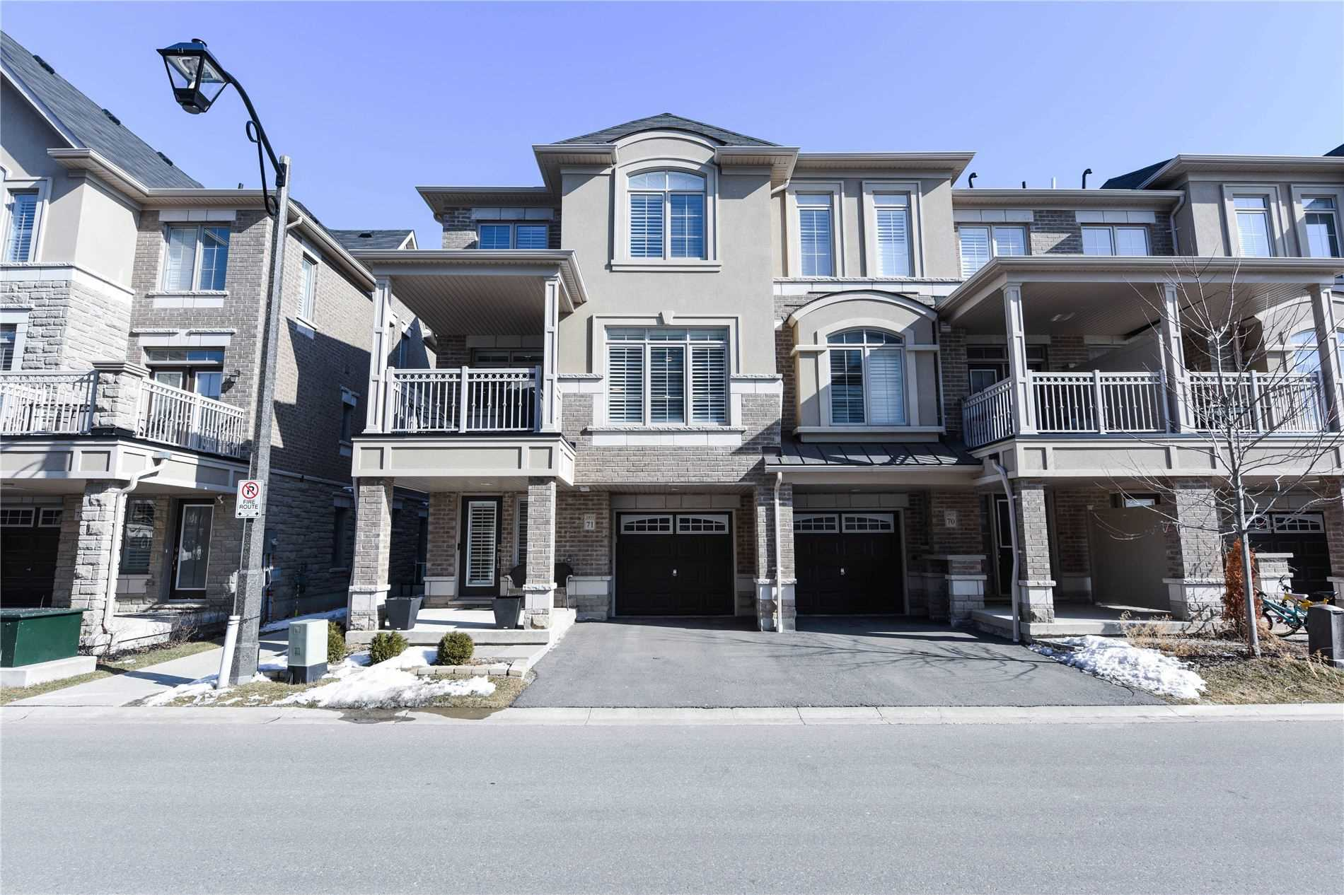 pictures of house for sale MLS: W4701246 located at 2435 Greenwich Dr, Oakville L6M0S4
