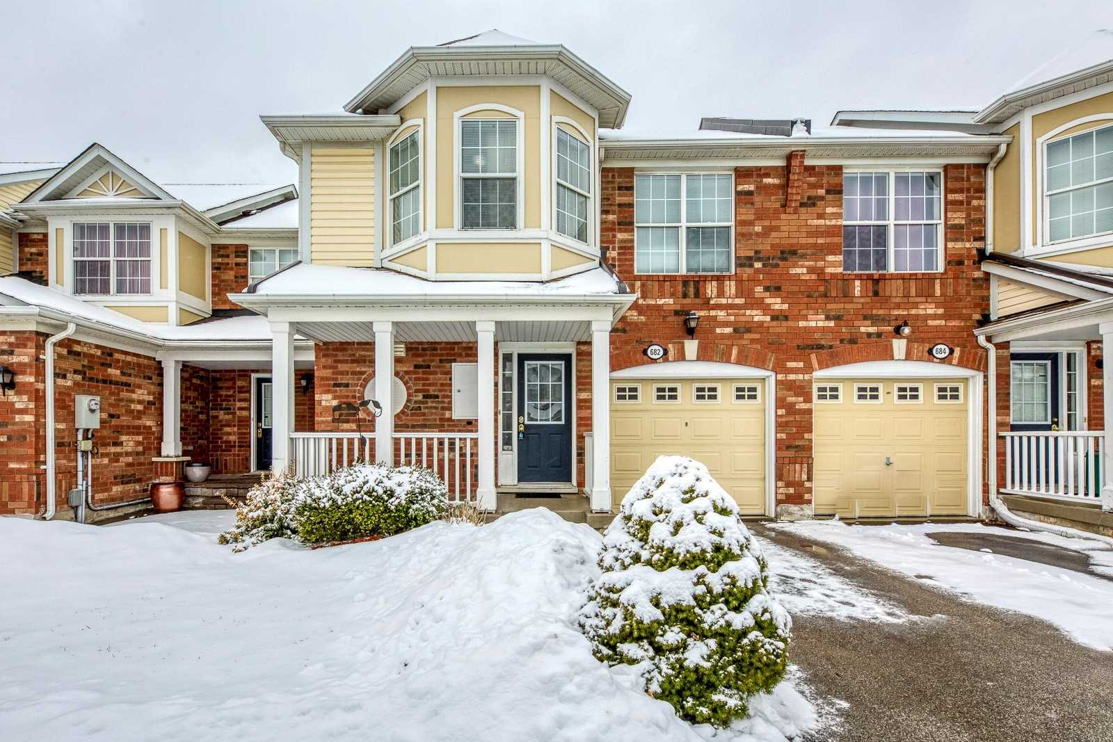 Image 1 of 20 showing inside of 3 Bedroom Att/Row/Twnhouse 2-Storey house for sale at 682 Edwards Ave, Milton L9T6B3