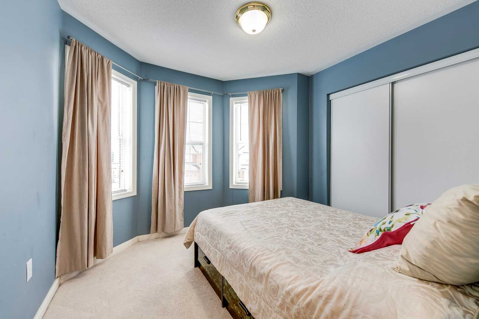 Image 3 of 20 showing inside of 3 Bedroom Att/Row/Twnhouse 2-Storey house for sale at 682 Edwards Ave, Milton L9T6B3