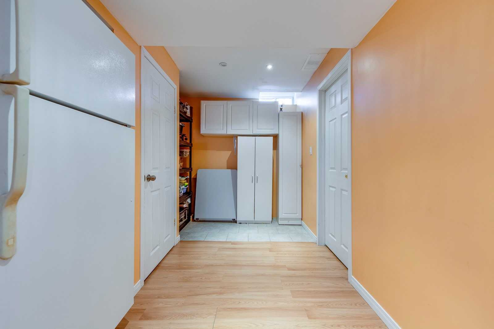Image 8 of 20 showing inside of 3 Bedroom Att/Row/Twnhouse 2-Storey house for sale at 682 Edwards Ave, Milton L9T6B3