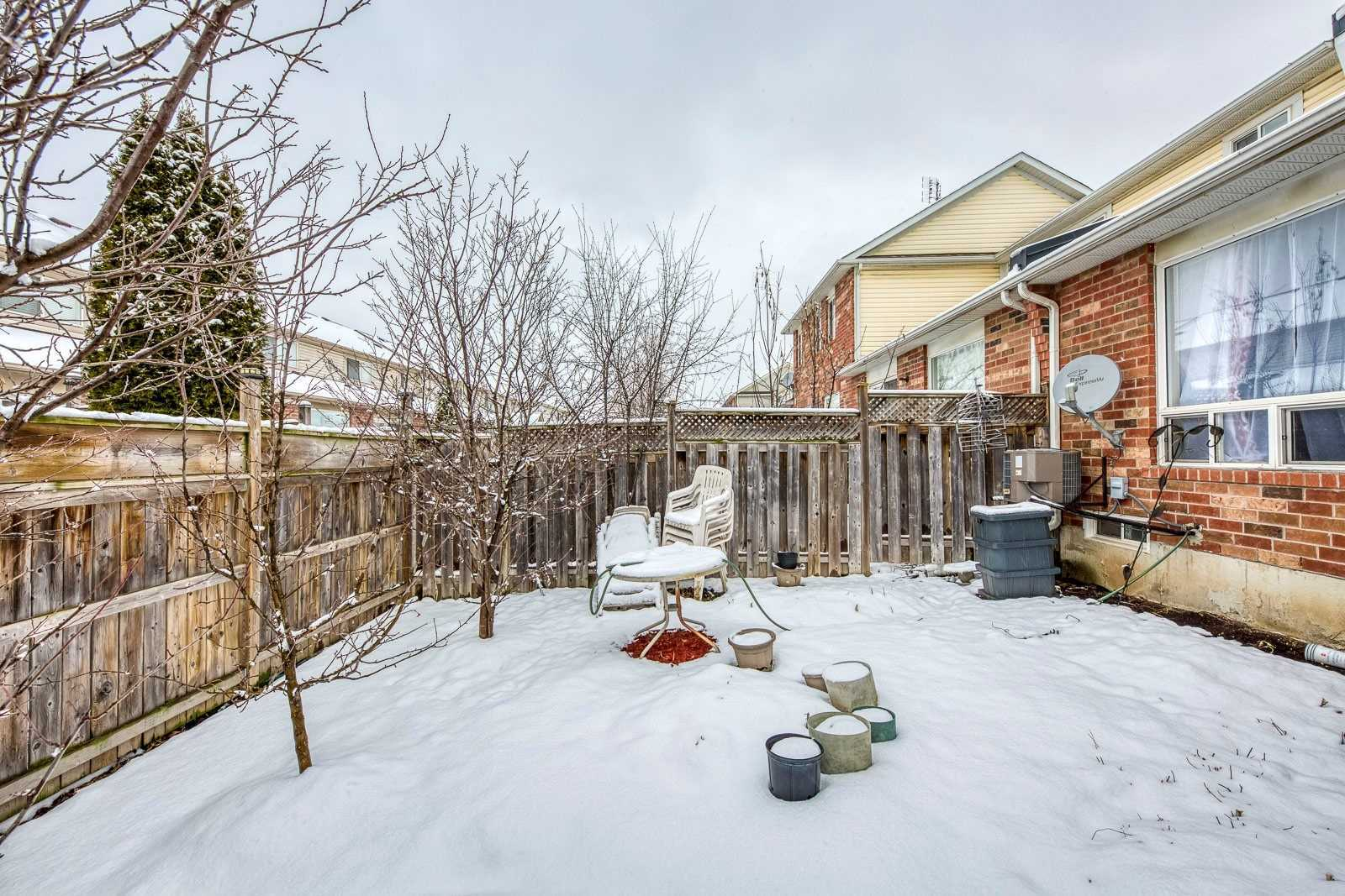 Image 11 of 20 showing inside of 3 Bedroom Att/Row/Twnhouse 2-Storey house for sale at 682 Edwards Ave, Milton L9T6B3