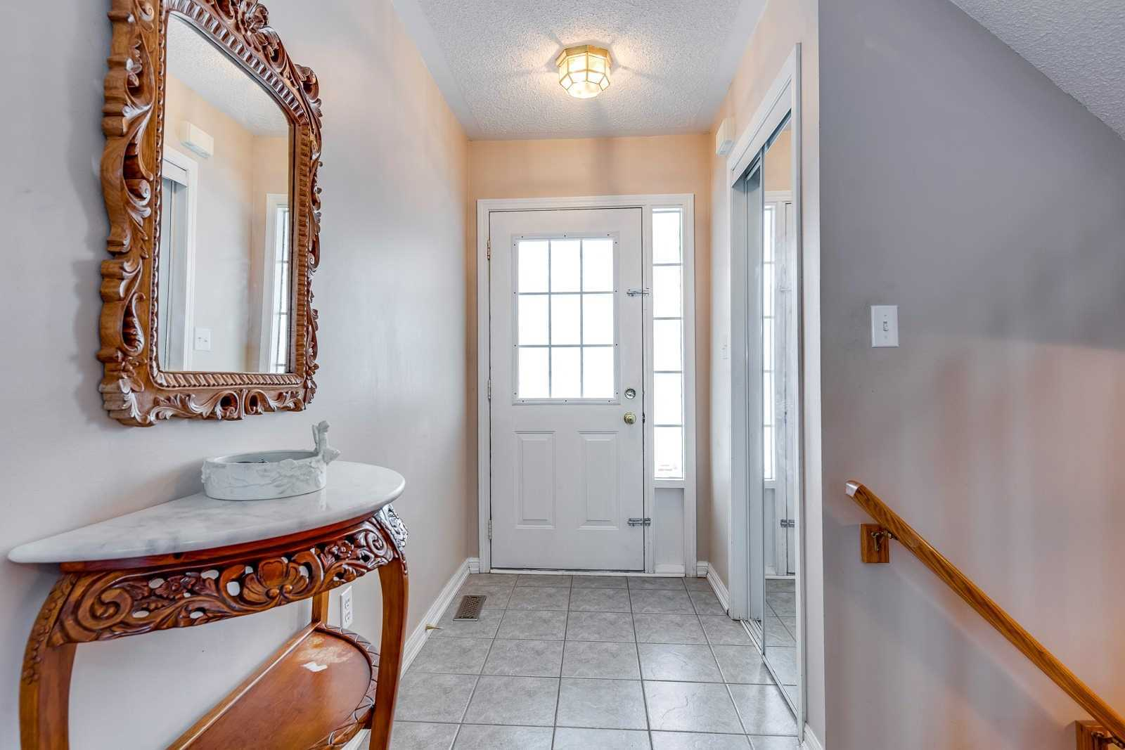 Image 14 of 20 showing inside of 3 Bedroom Att/Row/Twnhouse 2-Storey house for sale at 682 Edwards Ave, Milton L9T6B3