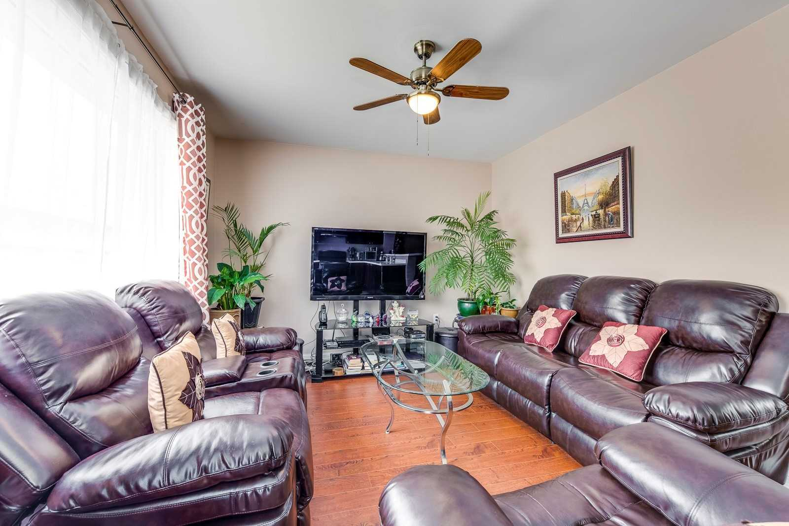 Image 16 of 20 showing inside of 3 Bedroom Att/Row/Twnhouse 2-Storey house for sale at 682 Edwards Ave, Milton L9T6B3
