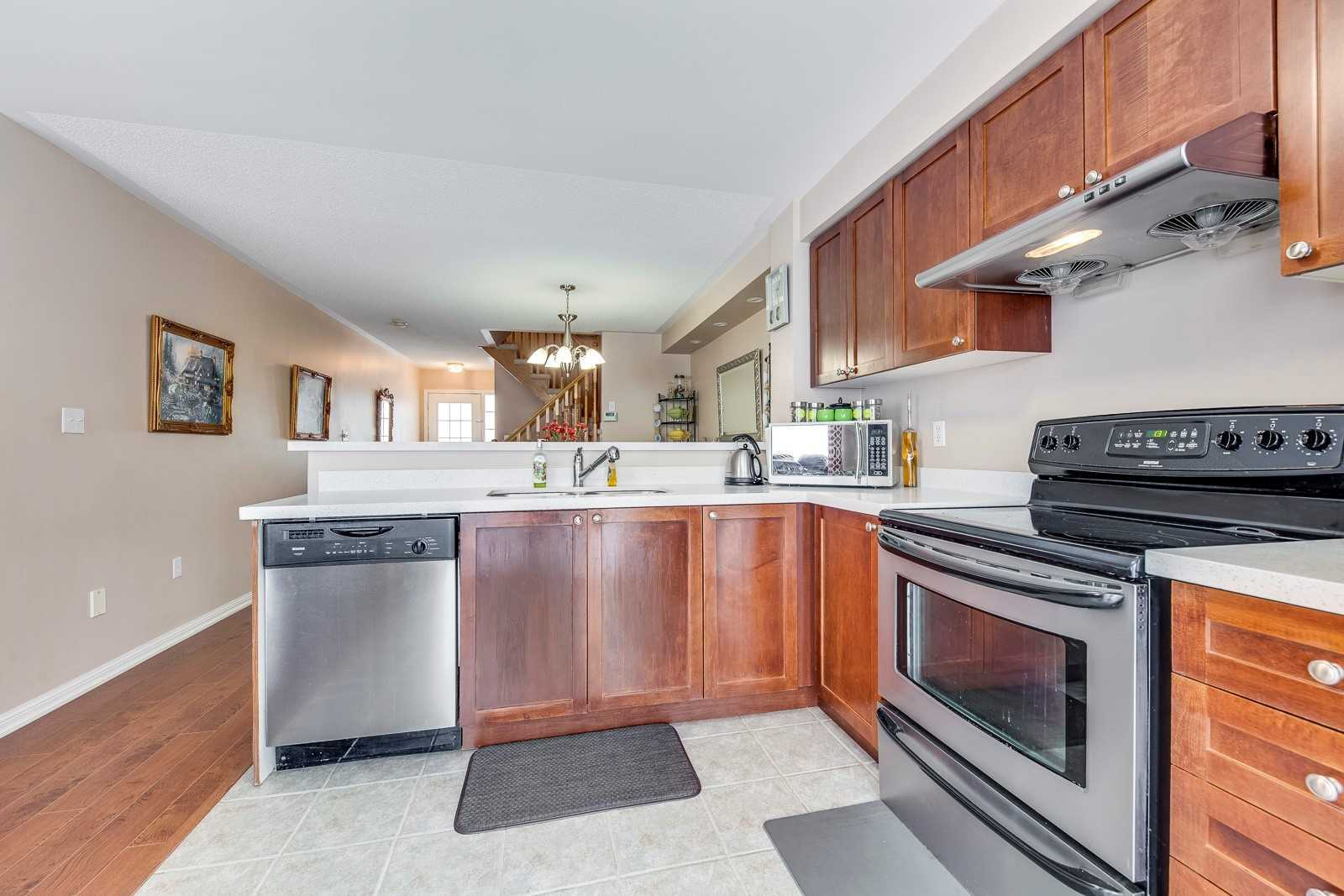 Image 18 of 20 showing inside of 3 Bedroom Att/Row/Twnhouse 2-Storey house for sale at 682 Edwards Ave, Milton L9T6B3