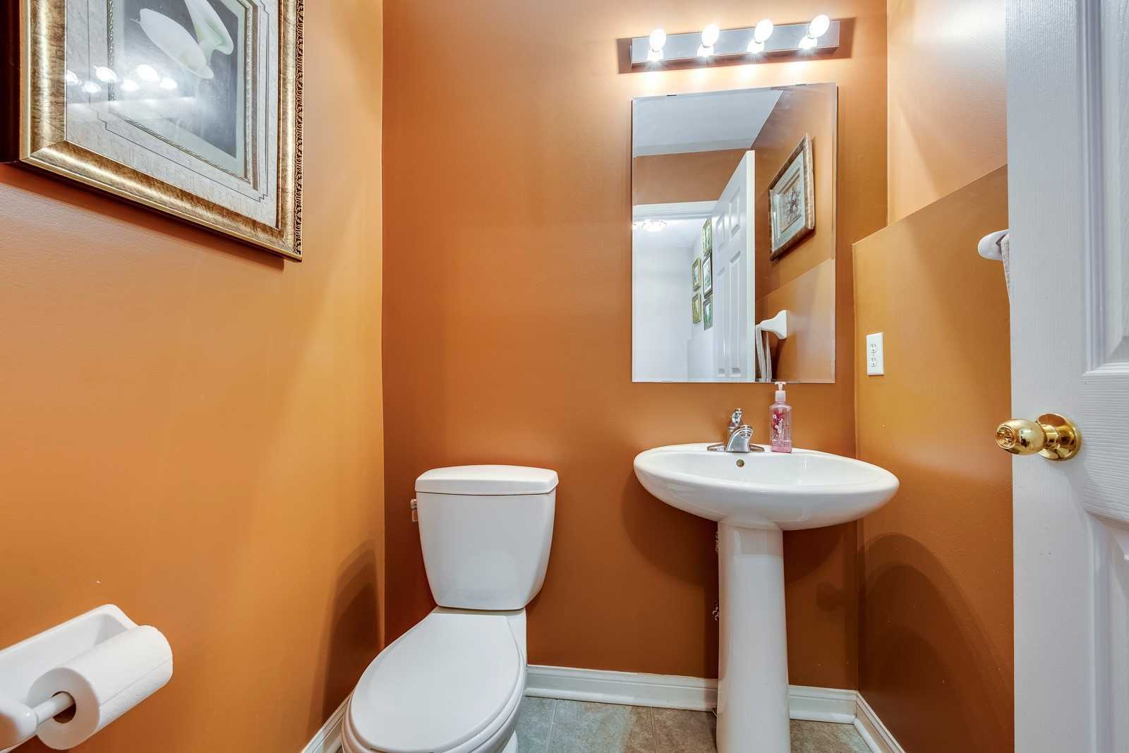 Image 19 of 20 showing inside of 3 Bedroom Att/Row/Twnhouse 2-Storey house for sale at 682 Edwards Ave, Milton L9T6B3