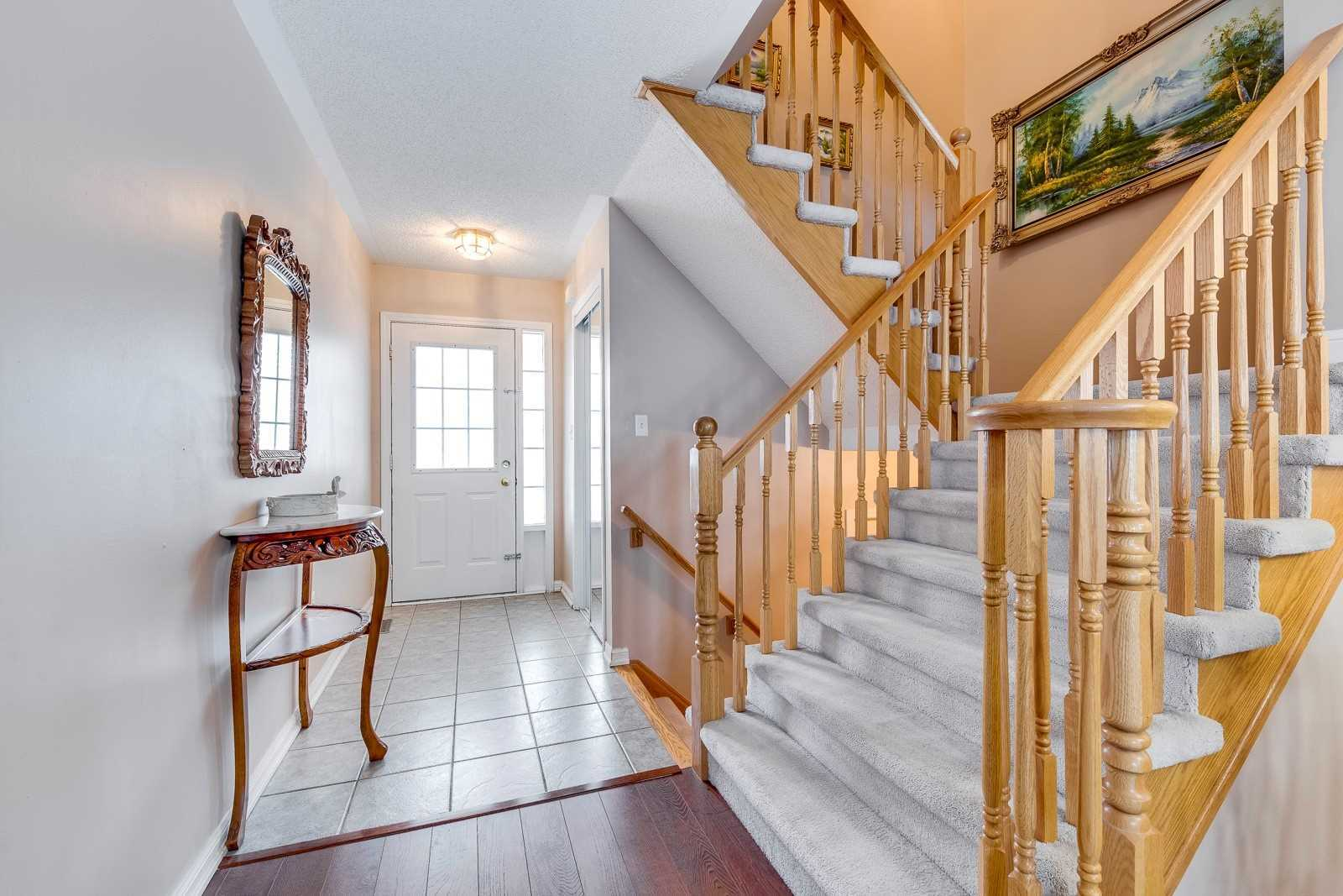 Image 20 of 20 showing inside of 3 Bedroom Att/Row/Twnhouse 2-Storey house for sale at 682 Edwards Ave, Milton L9T6B3