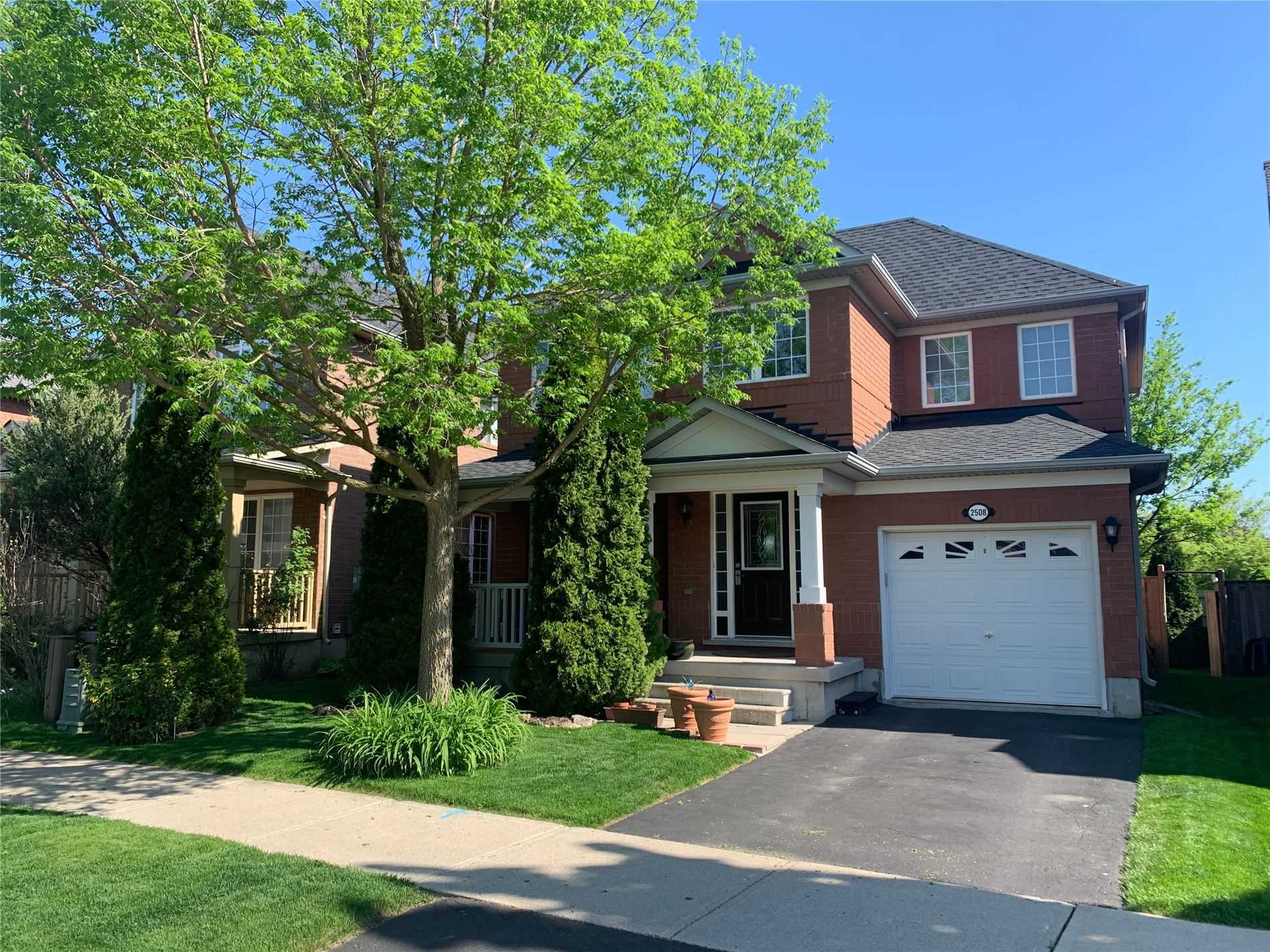 pictures of house for sale MLS: W4708051 located at 2508 Clayborne Pl, Oakville L6M4C4