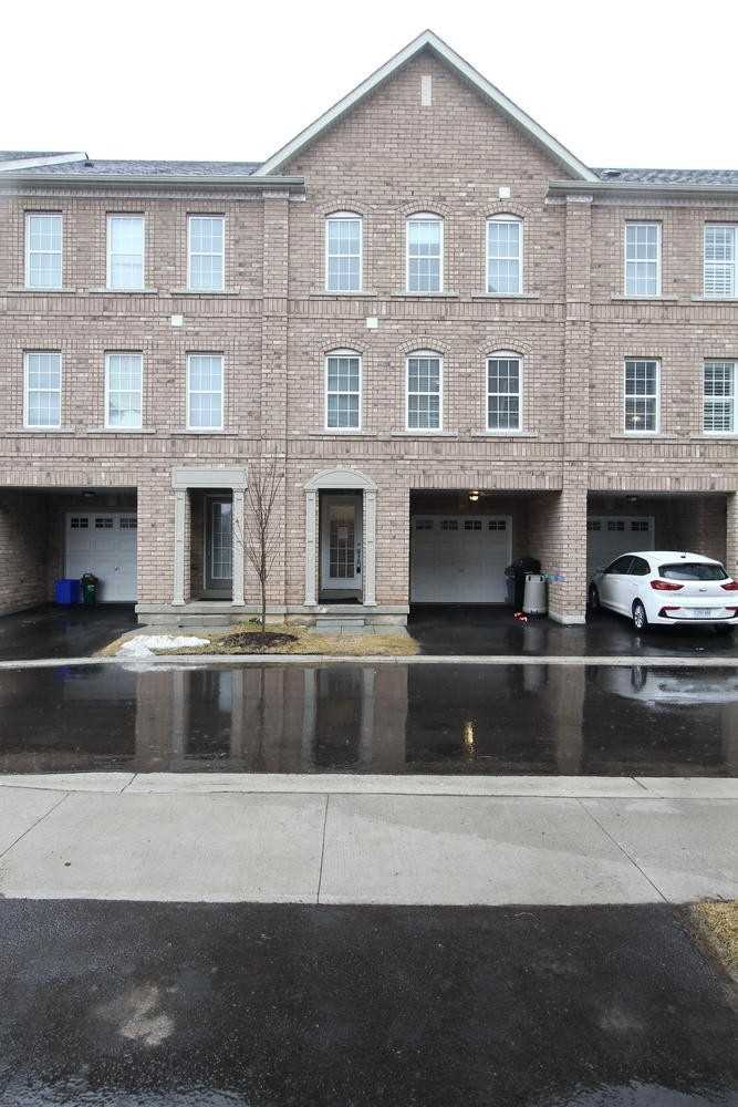 pictures of house for sale MLS: W4710309 located at 2280 Baronwood Dr, Oakville L6M0K4