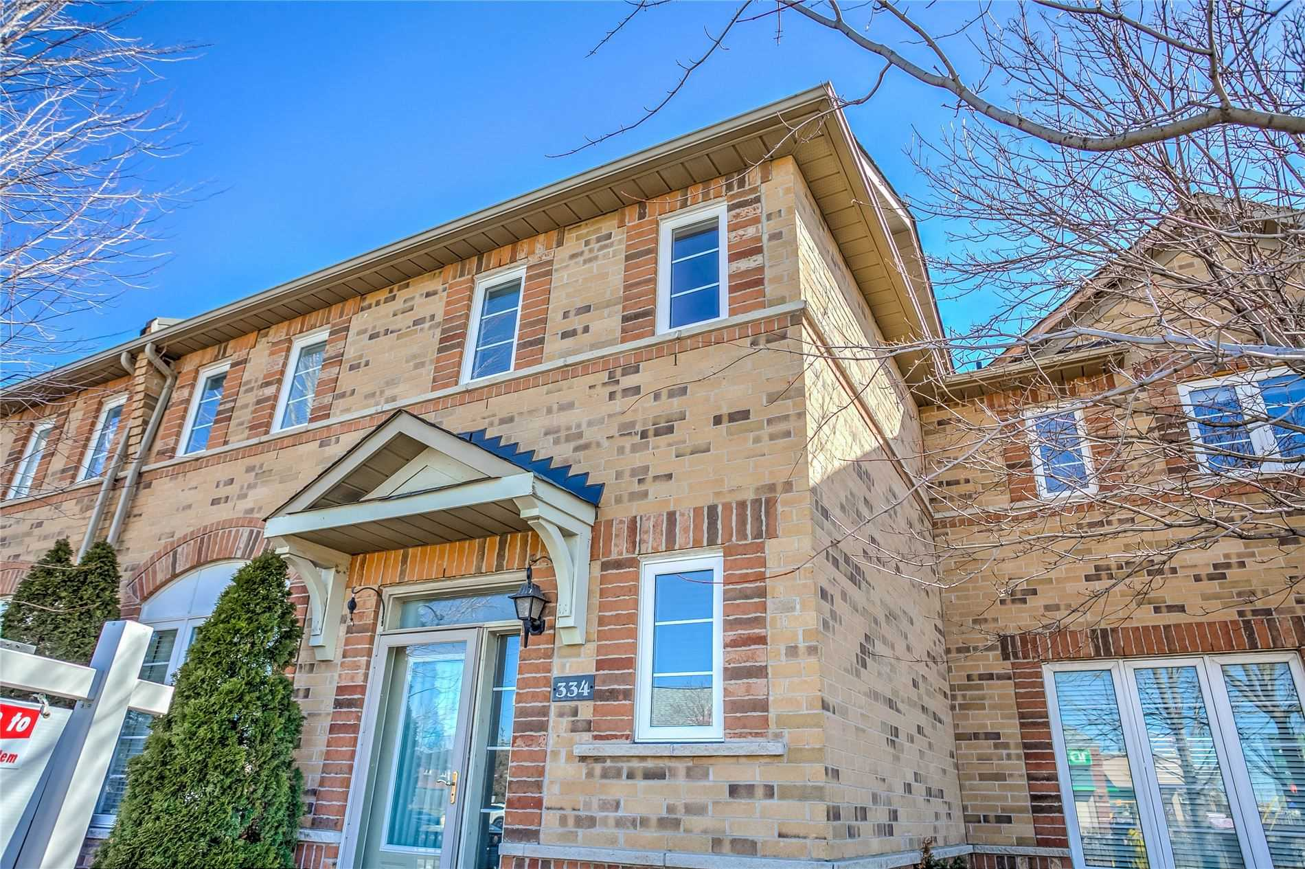 pictures of house for sale MLS: W4712019 located at 334 Rosegate Way, Oakville L6H7K7